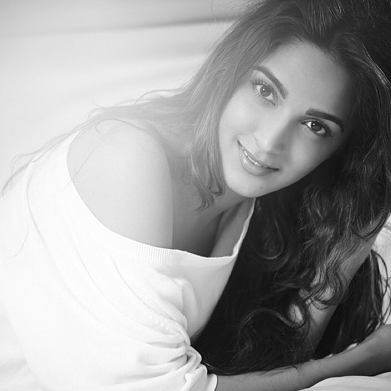 15 Stunning Pictures of Kiara Advani, who will soon be seen in M.S. Dhoni- The Untold Story- Kiara bnw 1