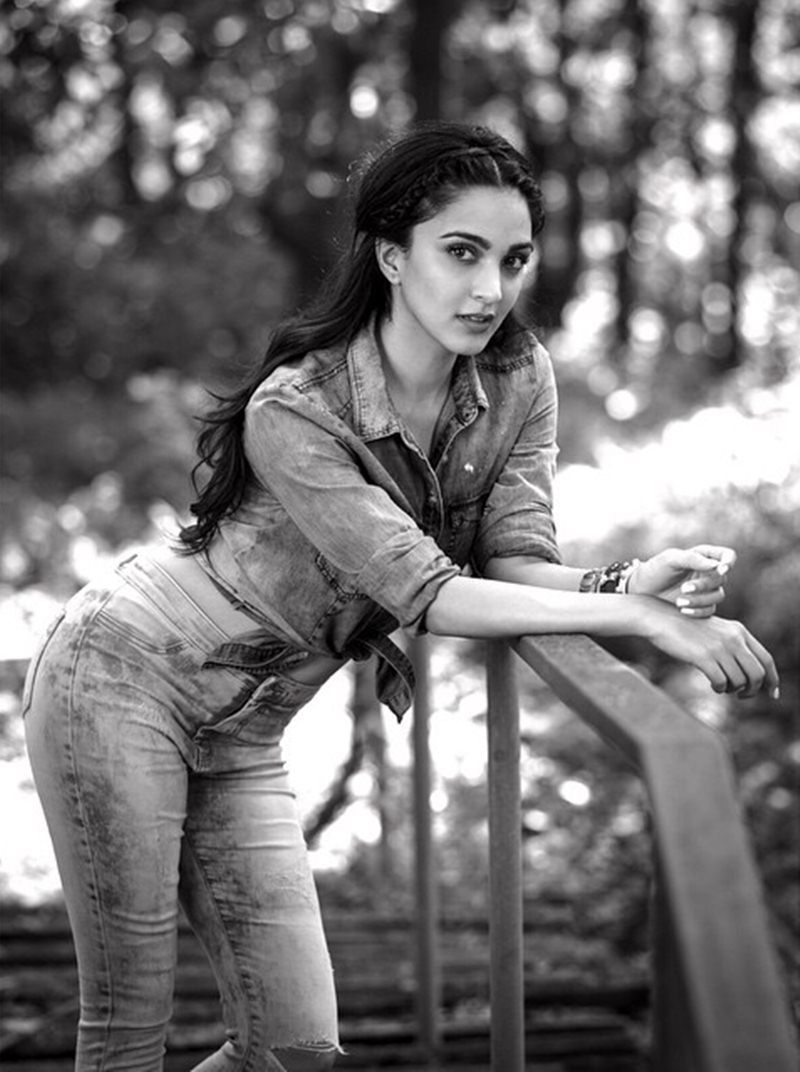 15 Stunning Pictures of Kiara Advani, who will soon be seen in M.S. Dhoni- The Untold Story- Kiara bnw 2