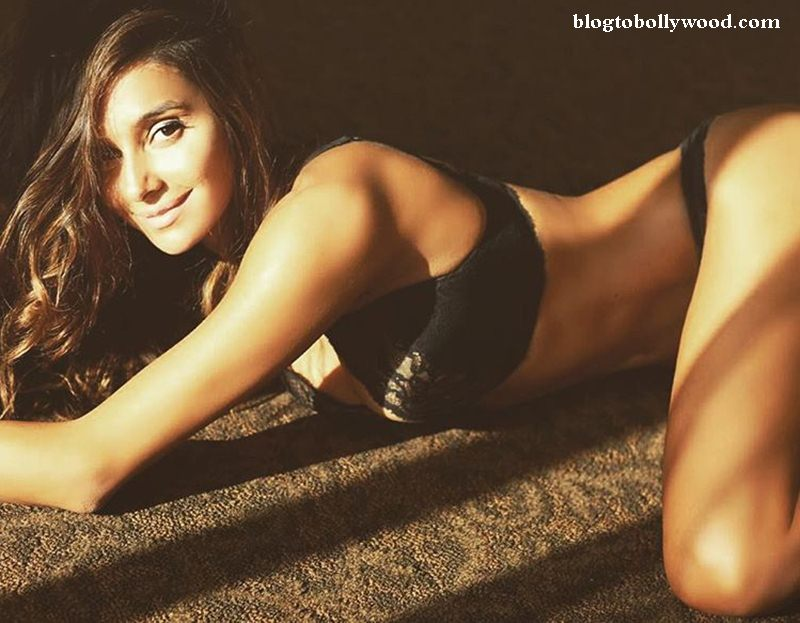 10 Hot Pictures of Shibani Dandekar that are too hot to handle!