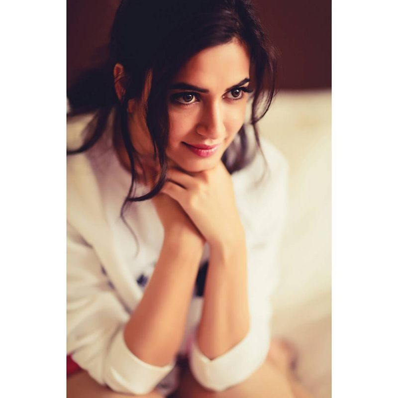 10 Pictures of Kriti Kharbanda that prove her beauty is on point!- Kriti Eyes