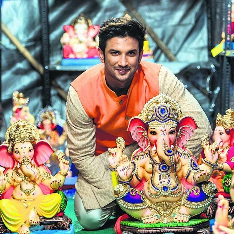 Pictures | Bollywood Celebs welcome Ganpati Bappa into their homes!- SSR