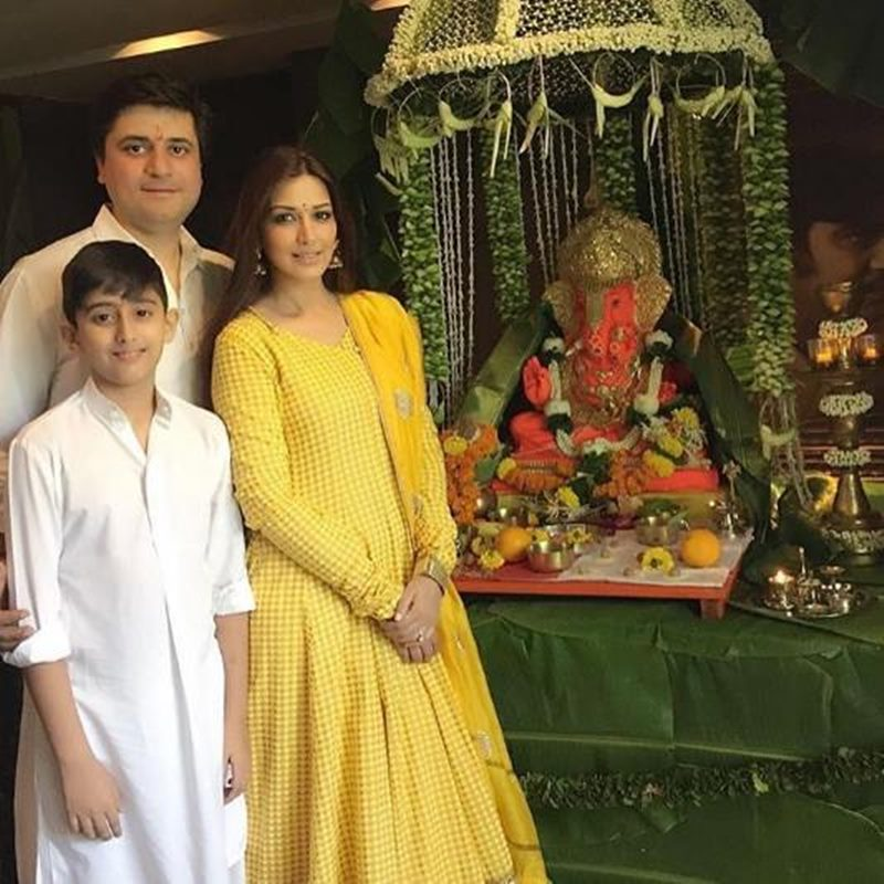 Pictures | Bollywood Celebs welcome Ganpati Bappa into their homes!- Sonali Bendre