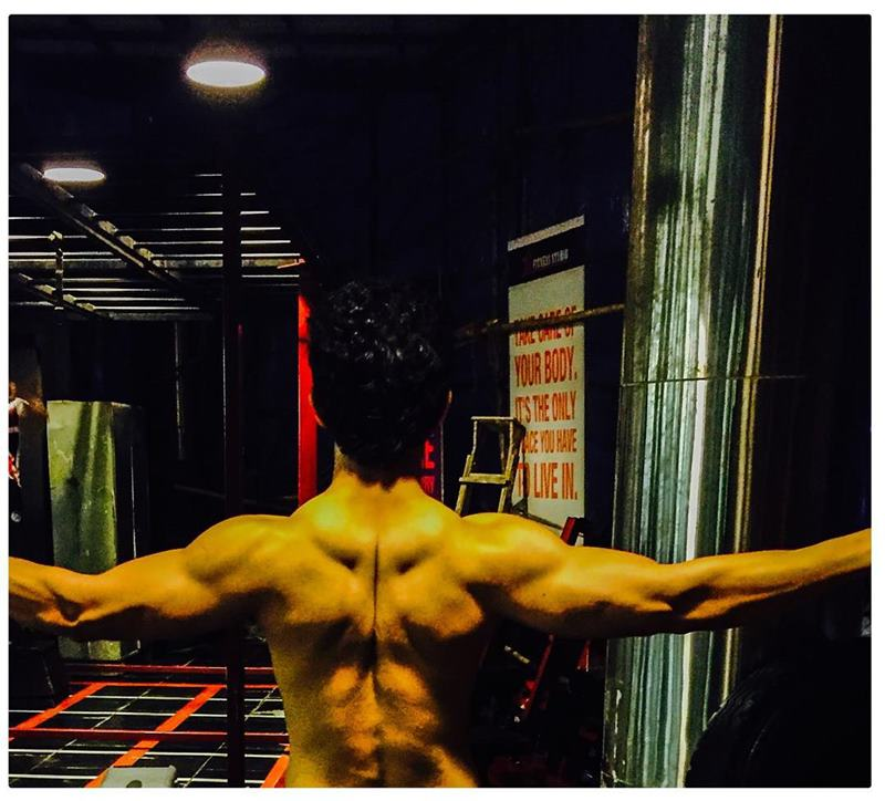 15 Hot Pics of Arjun Bijlani, one of the sexiest men of Indian Television- Arjun Gym 1