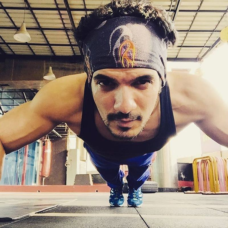 15 Hot Pics of Arjun Bijlani, one of the sexiest men of Indian Television- Arjun Gym 3