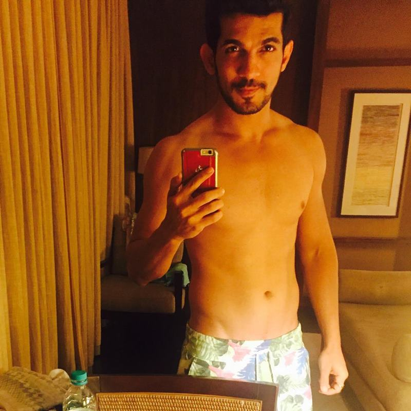 15 Hot Pics of Arjun Bijlani, one of the sexiest men of Indian Television- Arjun Gym 5