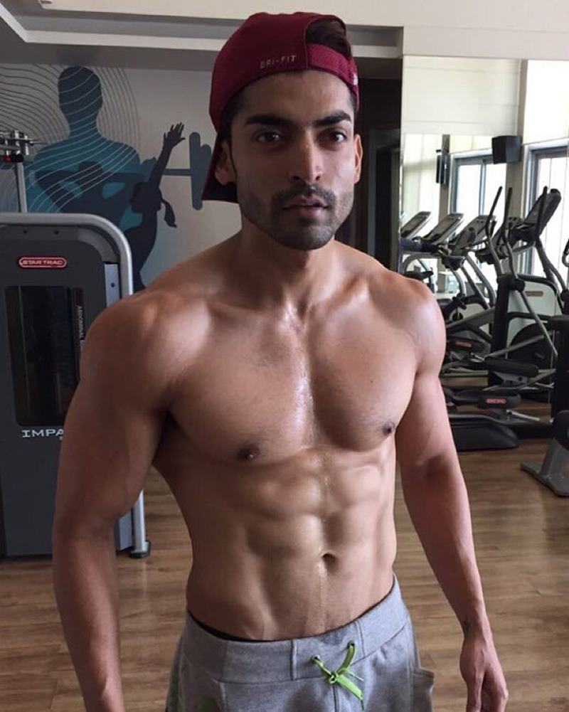 15 Hot Pics of Gurmeet Choudhary that are enough to set fire on your screens- Gurmeet Gym 2