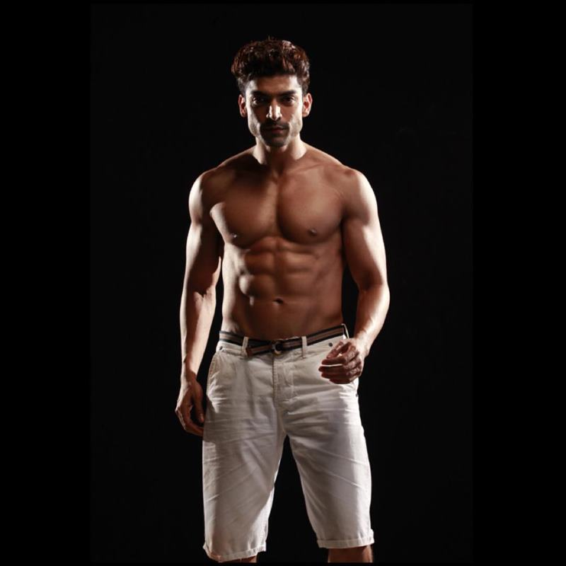 15 Hot Pics of Gurmeet Choudhary that are enough to set fire on your screens- Gurmeet Shoot 2