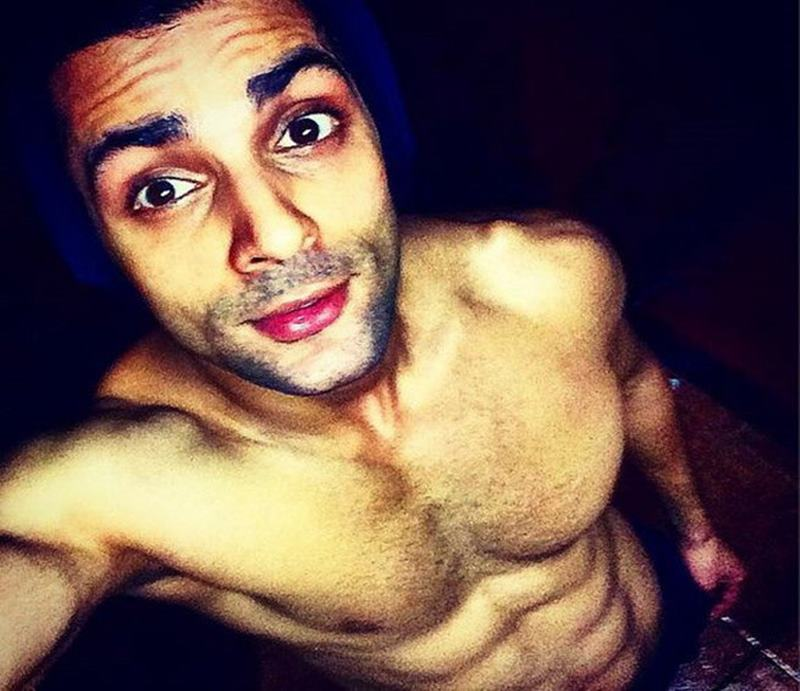 15 Hot Pics of Karan Wahi which prove that the 'Remix' boy is all grown up now- Karan abs 4