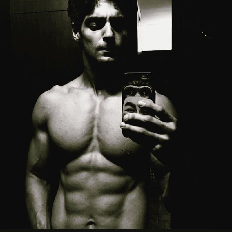 15 Hot Pics of Karan Wahi which prove that the 'Remix' boy is all grown up now- Karan abs 8