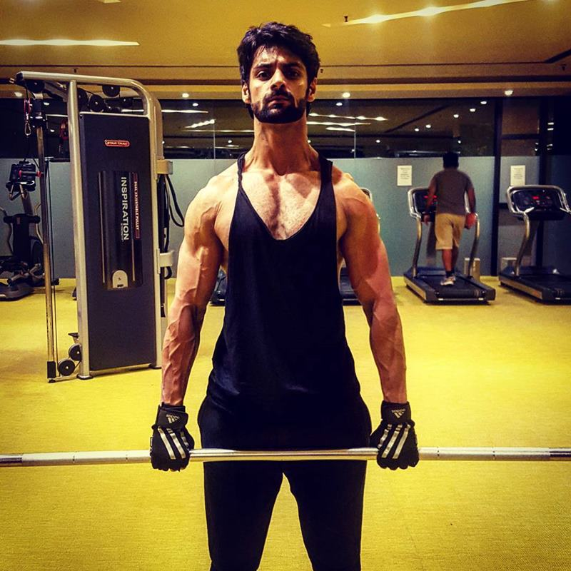 15 Hot Pics of Karan Wahi which prove that the 'Remix' boy is all grown up now- Karan gym