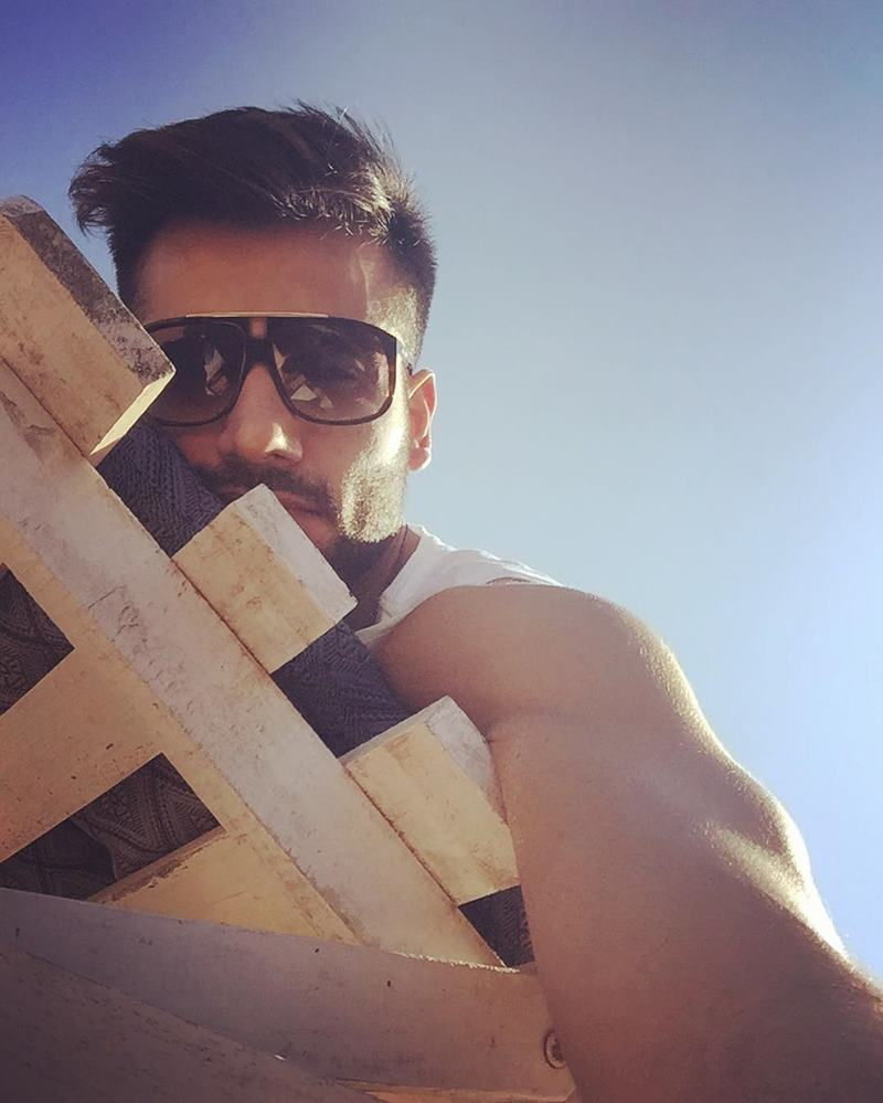 15 Pictures of Karan Tacker that will make your day brighter than it already is!- Karan Selfie 5