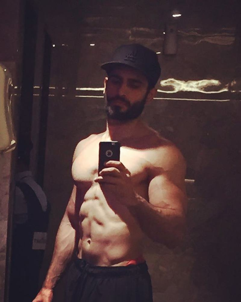 15 Pictures of Karan Tacker that will make your day brighter than it already is!- Karan Selfie 6