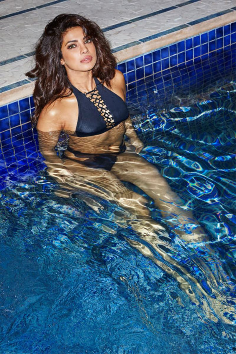 15 Hot Pics of Priyanka Chopra that are enough to set your heart racing! Priyanka Pool 2