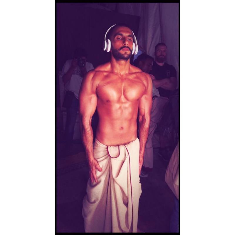 10 Hot Pics of Ranveer Singh that are as abalicious as it can get!- Ranveer Lungi