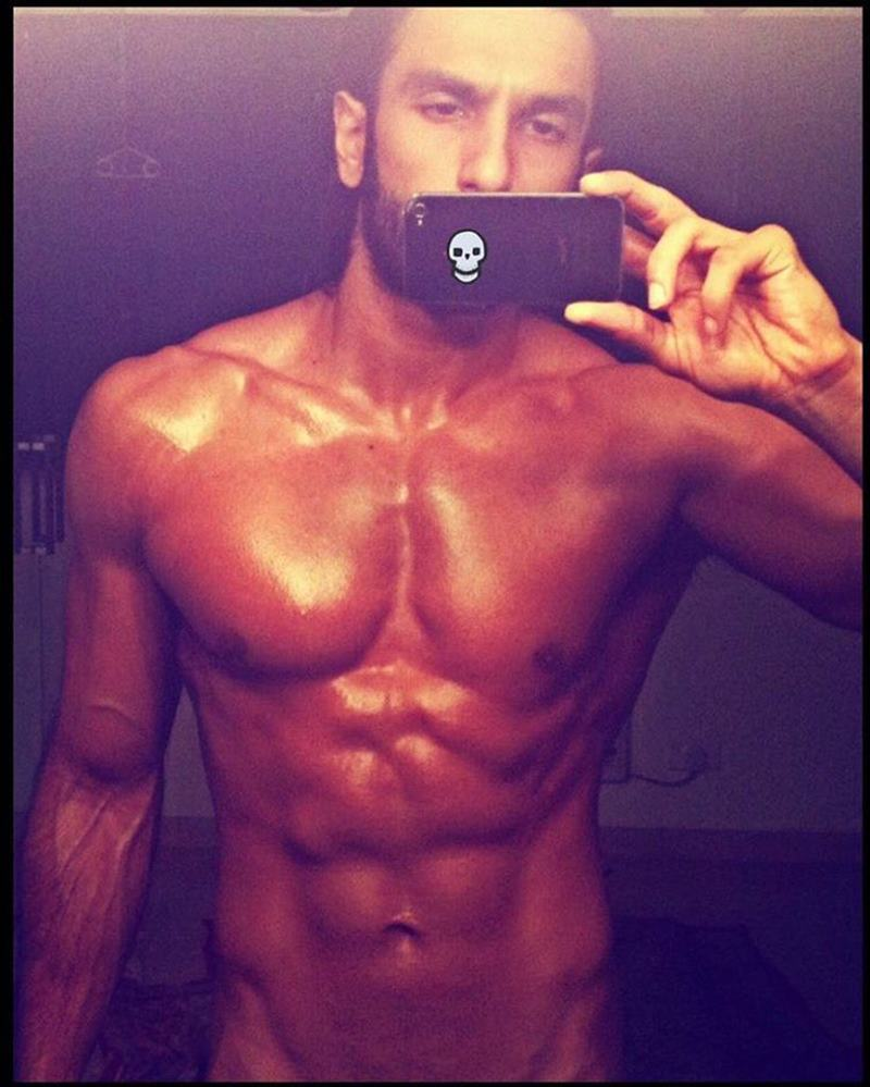 10 Hot Pics of Ranveer Singh that are as abalicious as it can get!- Ranveer Selfie 2