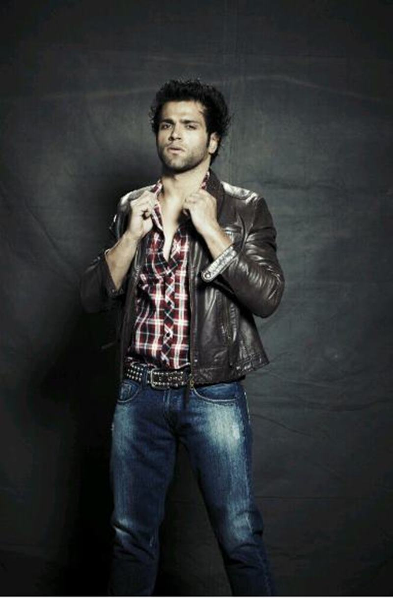 10 Eye-pleasing Pictures of Rithvik Dhanjani, the big star of Small Screen-Rithvik Shoot