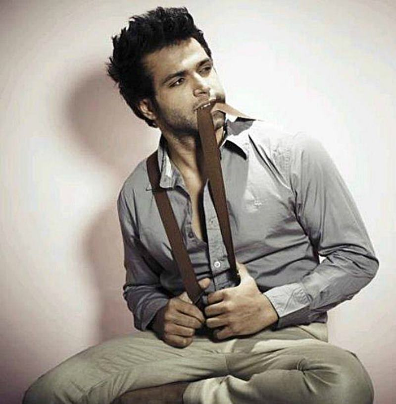 10 Eye-pleasing Pictures of Rithvik Dhanjani, the big star of Small Screen-Rithvik Suspenders