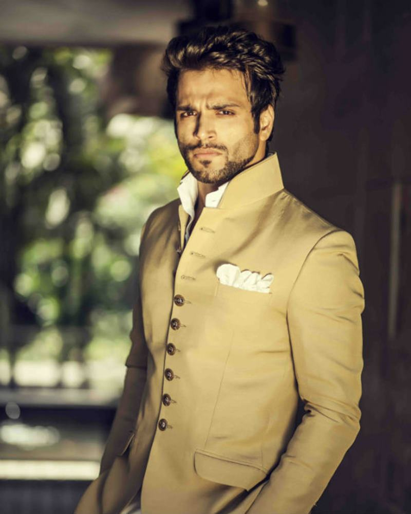 10 Eye-pleasing Pictures of Rithvik Dhanjani, the big star of Small Screen-Rithvik Formal