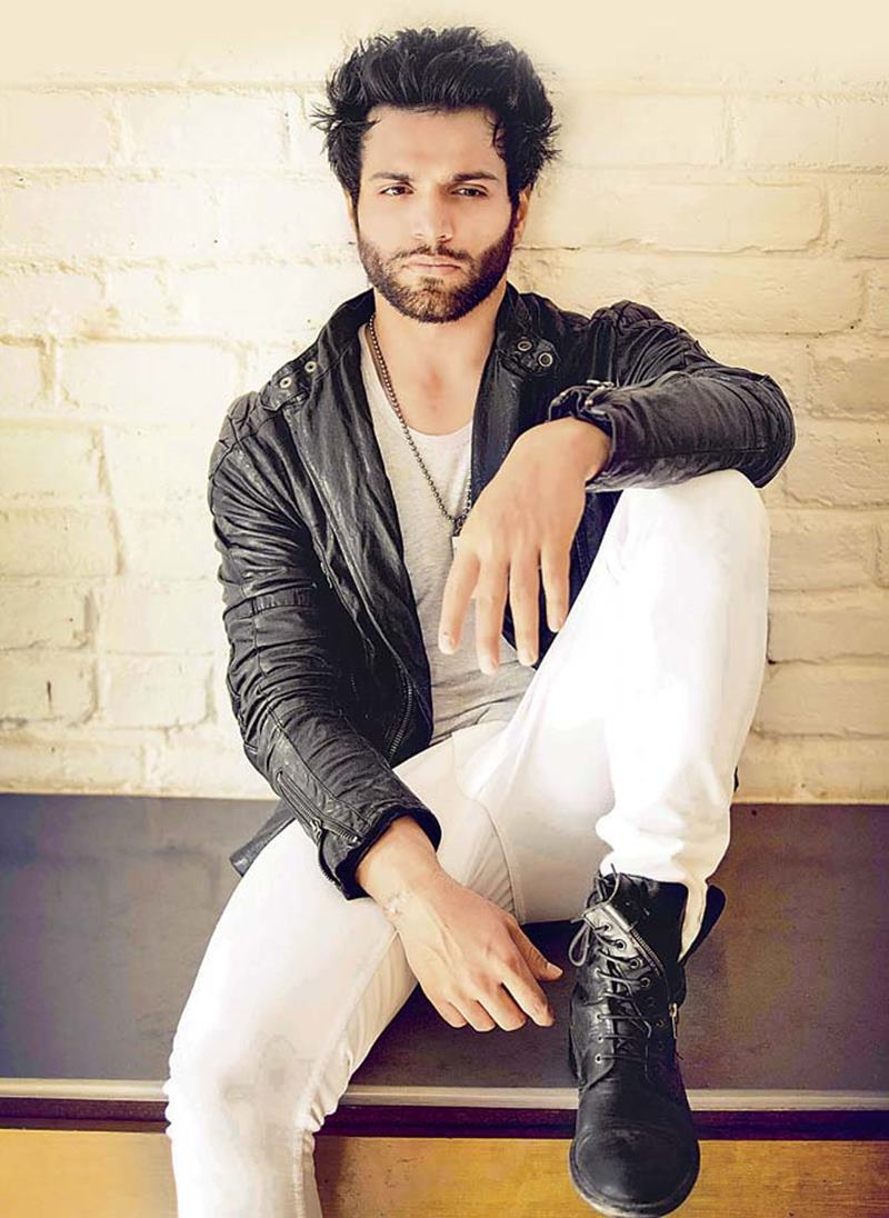 10 Eye-pleasing Pictures of Rithvik Dhanjani, the big star of Small Screen- Rithvik Tousled
