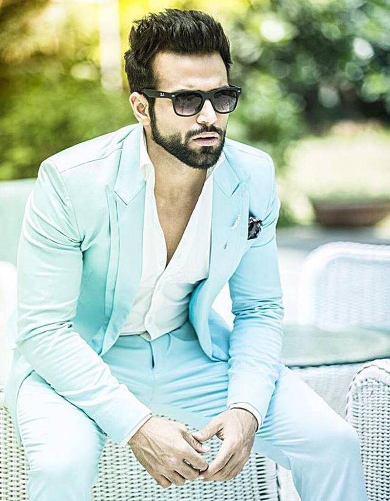 10 Eye-pleasing Pictures of Rithvik Dhanjani, the big star of Small Screen-Rithvik Blue