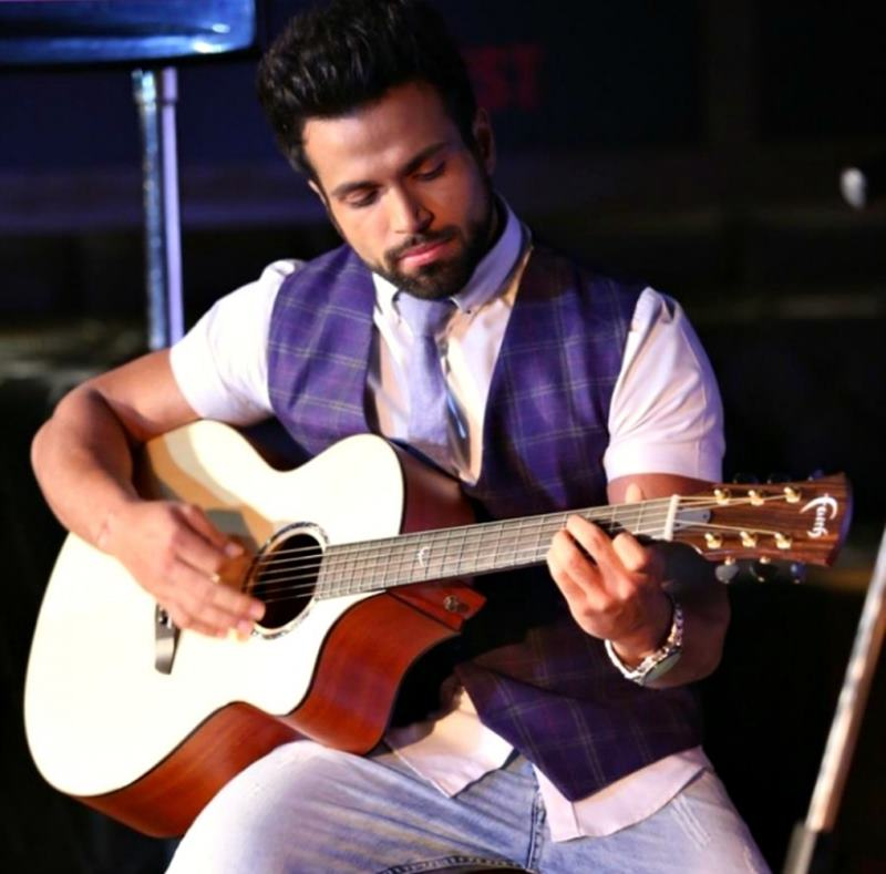10 Eye-pleasing Pictures of Rithvik Dhanjani, the big star of Small Screen-Rithvik Guitar