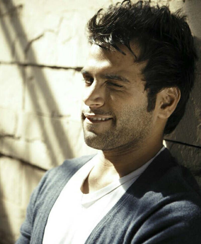 10 Eye-pleasing Pictures of Rithvik Dhanjani, the big star of Small Screen-Rithvik Wink