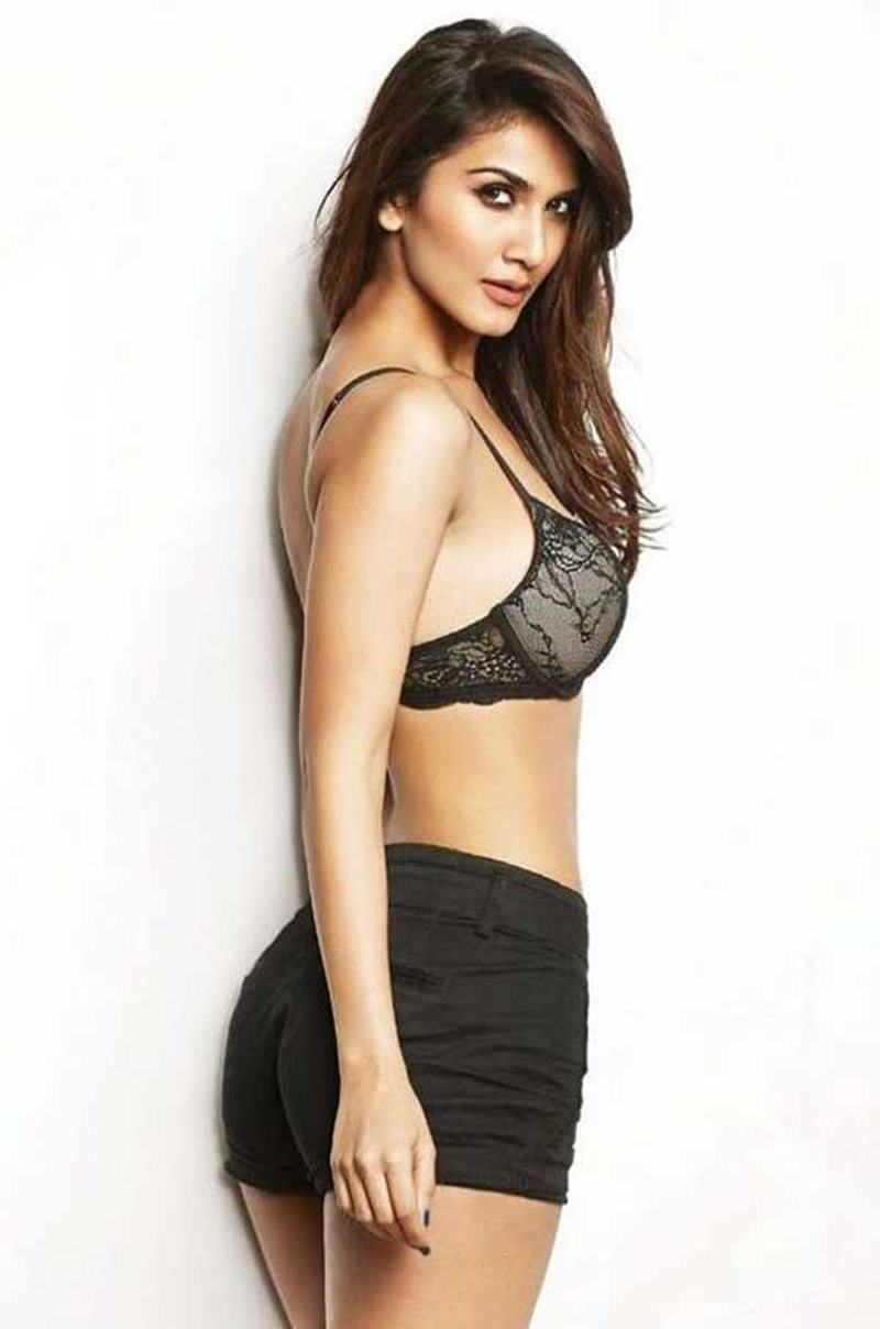 10 Hot Pics of Vaani Kapoor that will ignite the fire within your hearts!- Vaani bikini 1
