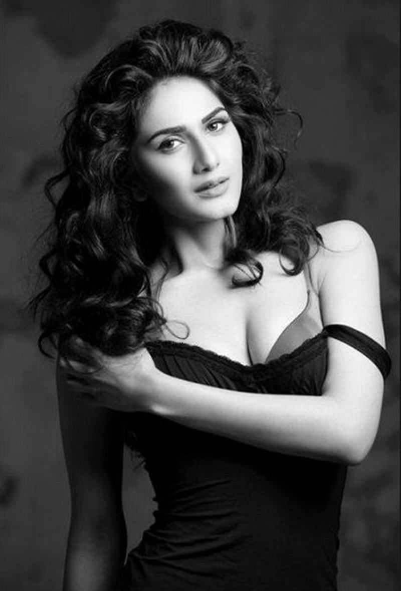 10 Hot Pics of Vaani Kapoor that will ignite the fire within your hearts!- Vaani bnw
