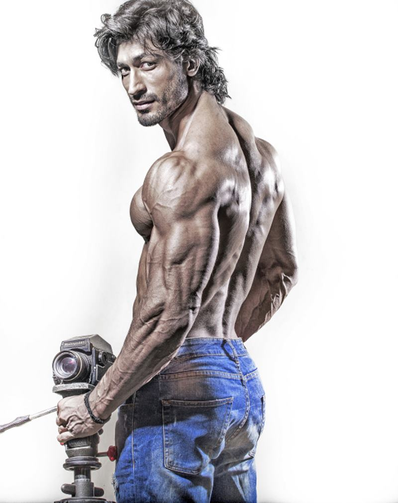 10 Hot Pics of Vidyut Jammwal that prove his body is a temple!- Vidyut Back