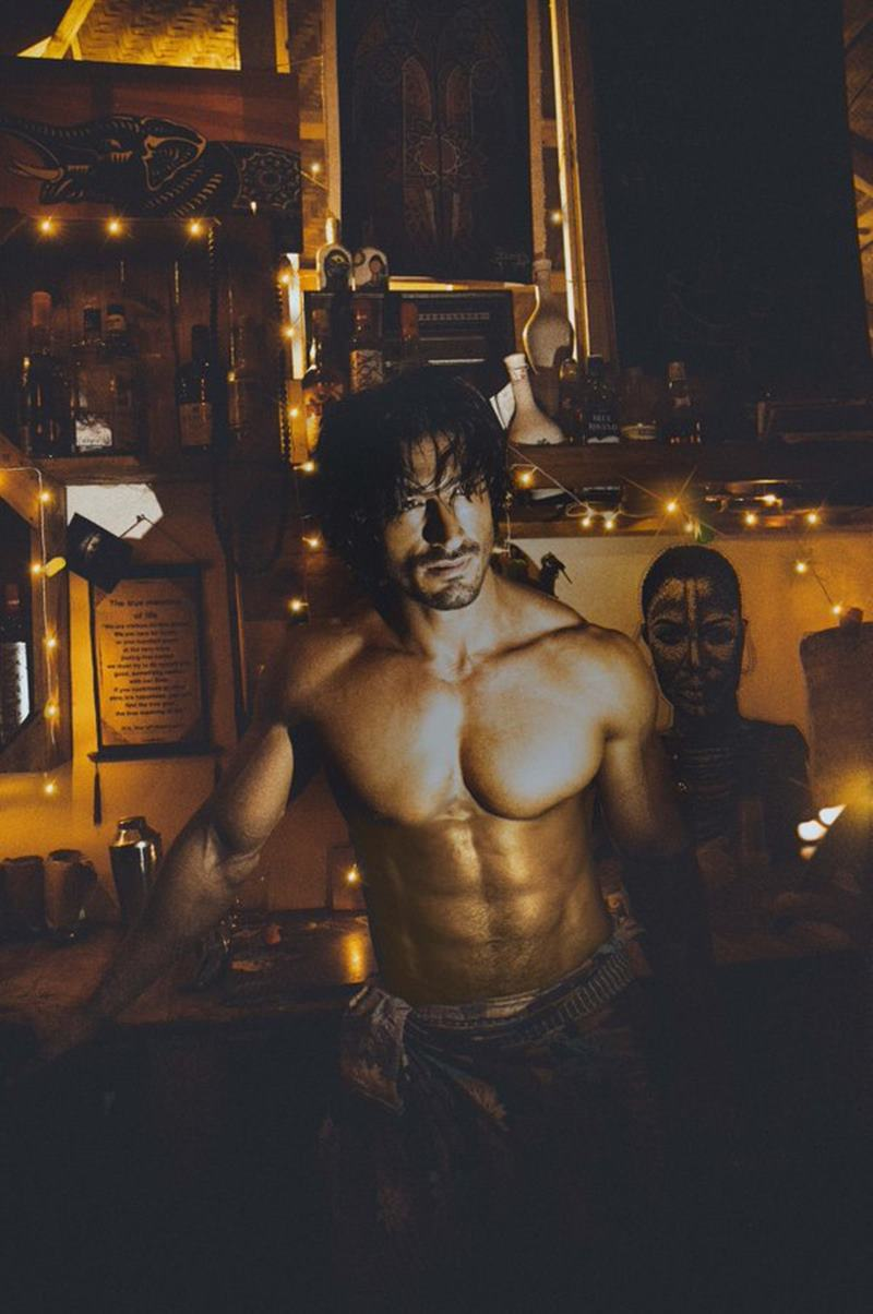 10 Hot Pics of Vidyut Jammwal that prove his body is a temple!- Vidyut Bartender