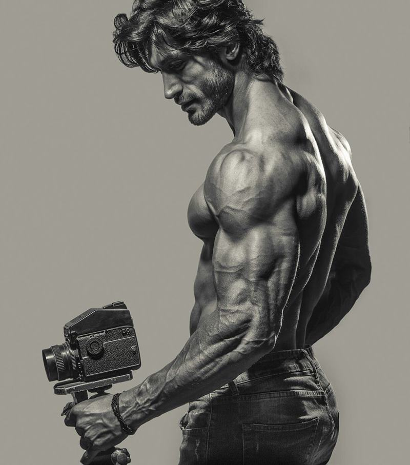 10 Hot Pics of Vidyut Jammwal that prove his body is a temple!- Vidyut Cam