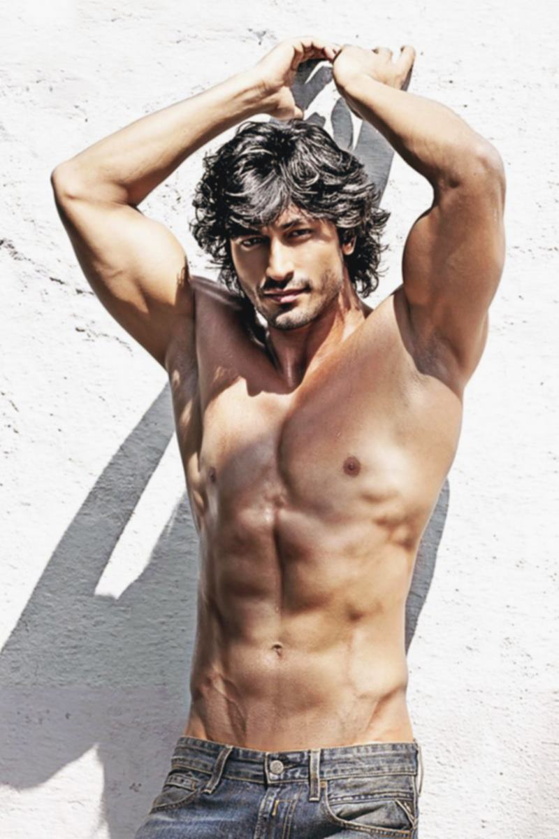 10 Hot Pics of Vidyut Jammwal that prove his body is a temple!- Vidyut Pecs