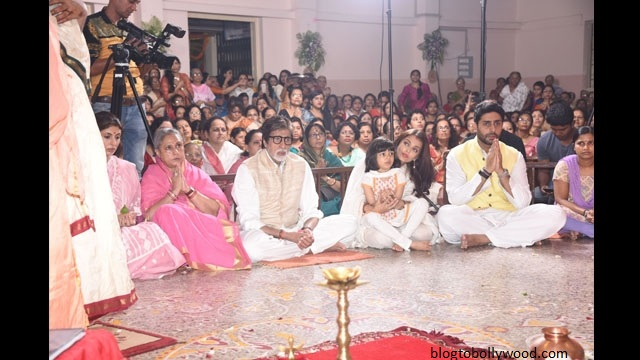 Pics:Bollywood celebrates Durga Pooja - Big B, Aish, Araadhya and Abhishek