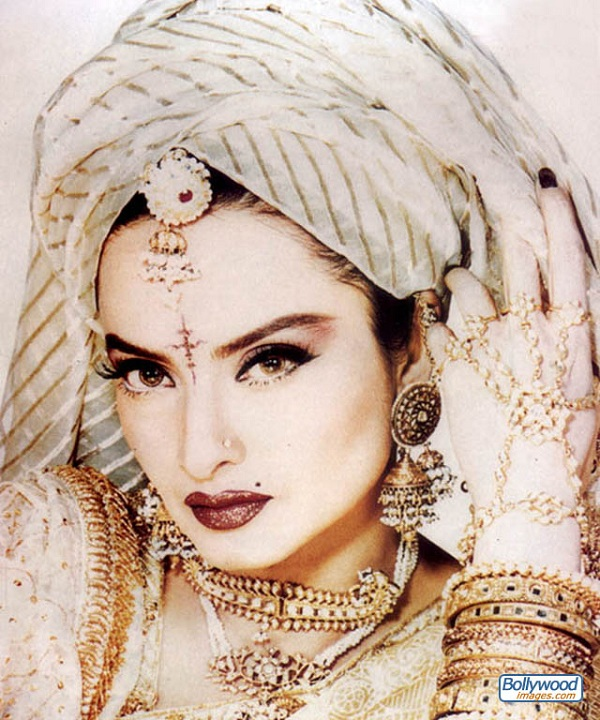 Happy 62nd Birthday Rekha!