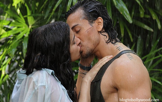 Tiger and Shraddha lock lips in 'Baaghi'