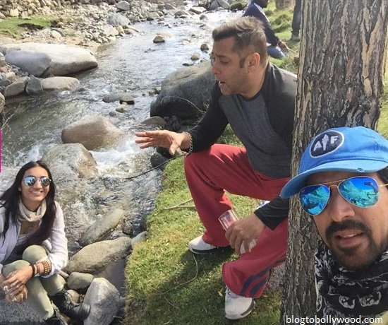 Salman Khan with director Kabir Khan in Manali