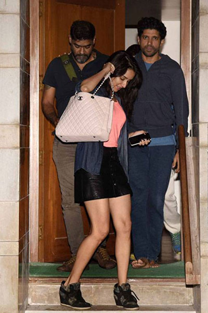 Why did Shakti Kapoor force Shraddha Kapoor to leave Farhan Akhtar's house?- Shraddha and Farhan 1