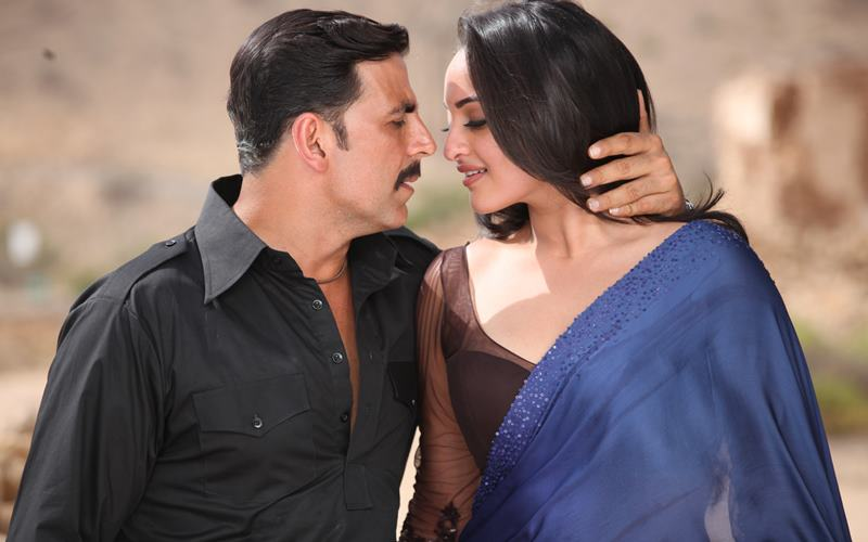 Co-actresses Akshay Kumar looks best with!- Akki Sonakshi