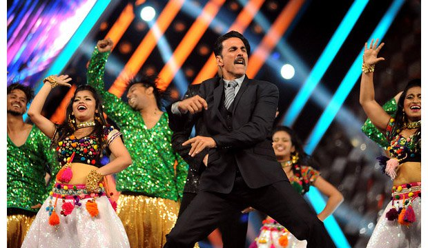 Akshay Kumar Performing during Umang 2017