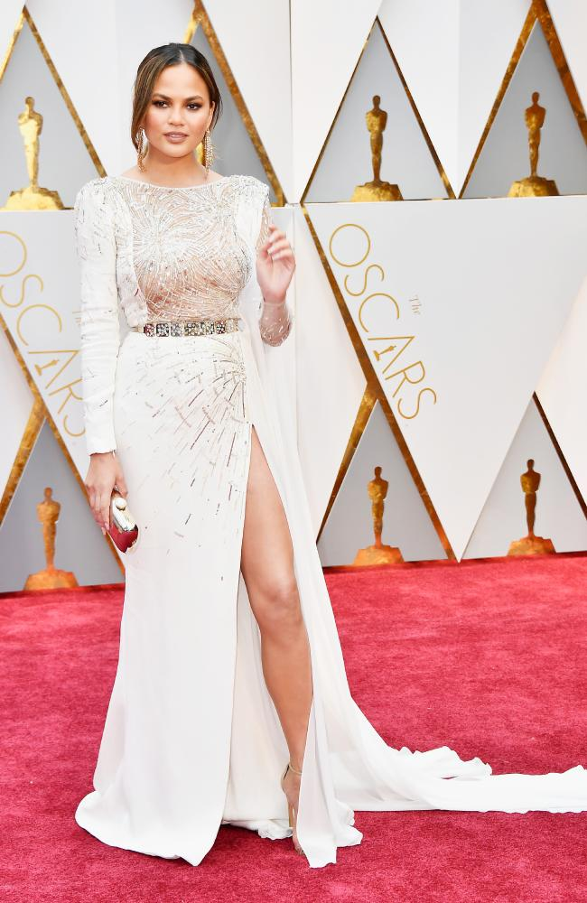 Celebrities Style Files Oscars 2017 - Chrissy Teigen