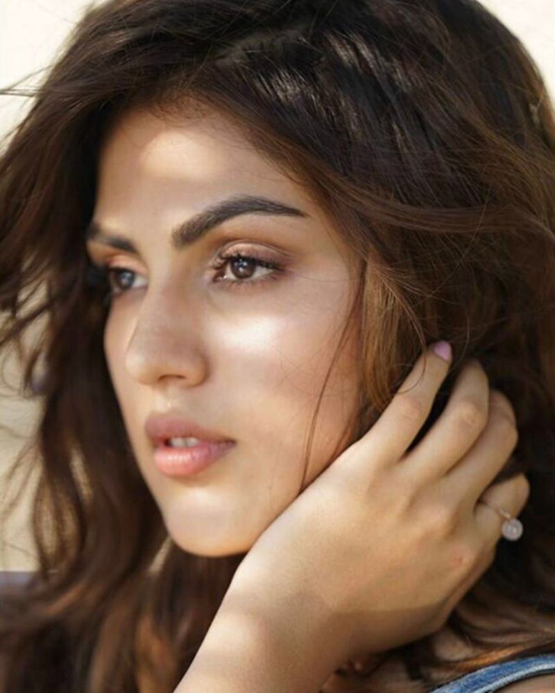 Rhea Chakraborty is ruling Instagram like a queen and we cannot stop staring!- Rhea 6