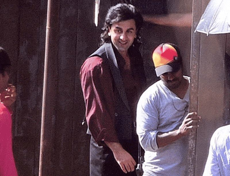 Here are some exclusive pics of Ranbir Kapoor as Sanjay Dutt from the biopics's set- rk 4
