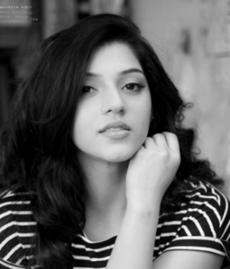 These 10 Pics of Mehreen Pirzada prove that she looks a lot different in real life- Mehreen 8