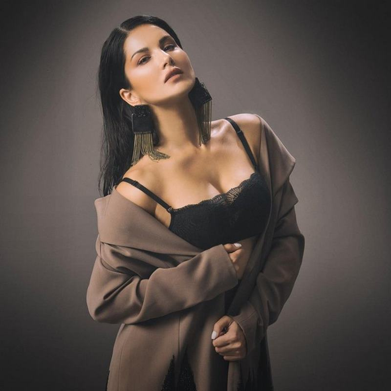 Steamy as hell! 15 Sunny Leone Hot Pics that will make you go dizzy- Sunny Leone 12