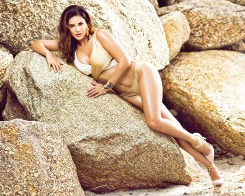 Steamy as hell! 15 Sunny Leone Hot Pics that will make you go dizzy- Sunny Leone 15