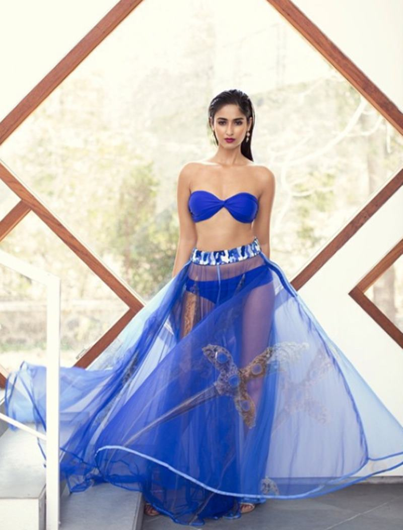 These Hot Pics of Ileana D'Cruz will definitely make your day get hotter!10