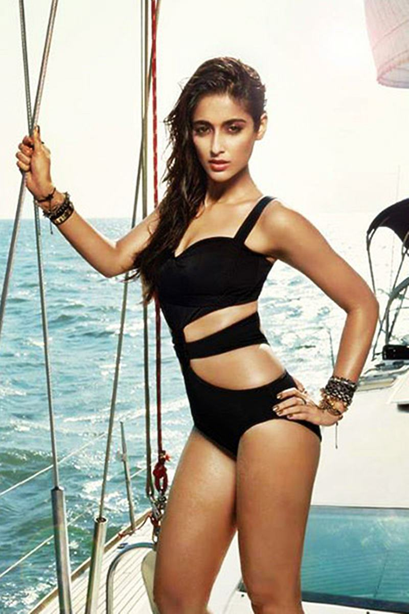 These Hot Pics of Ileana D'Cruz will definitely make your day get hotter!3