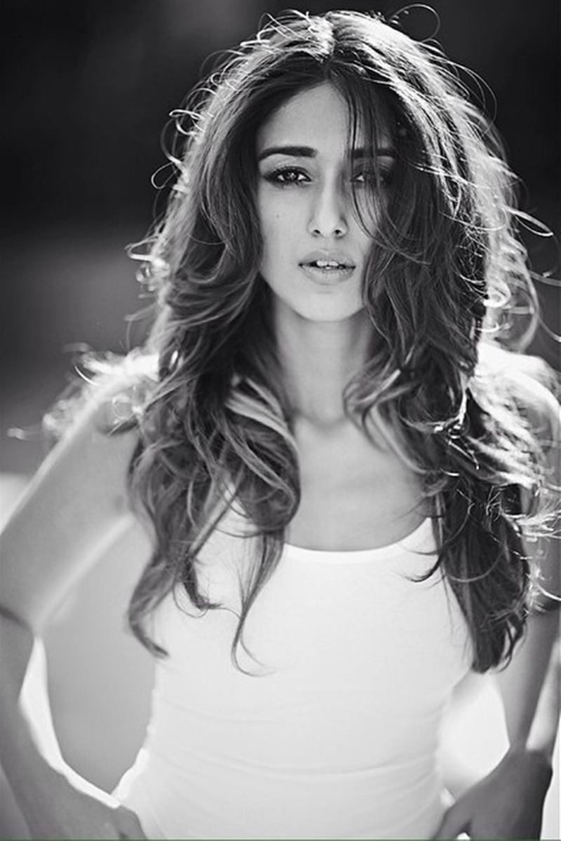 These Hot Pics of Ileana D'Cruz will definitely make your day get hotter!4