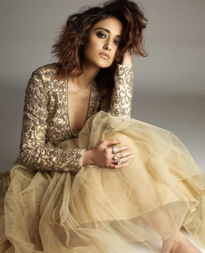 These Hot Pics of Ileana D'Cruz will definitely make your day get hotter!7