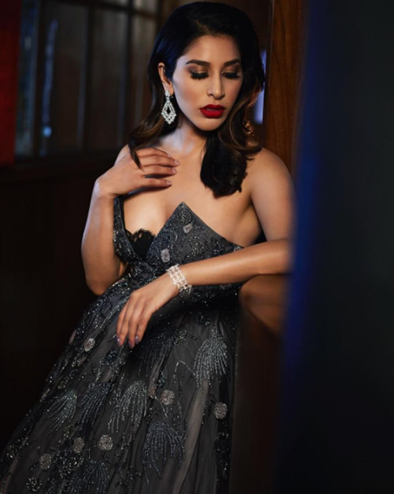 Here are some super hot pics of Sophie Choudry, the multi-talented lady of Bollywood!1